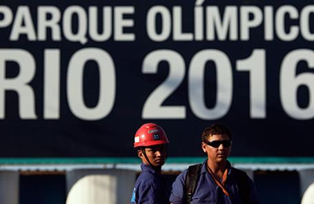 Забастовка рабочих на стройке Олимпийского парка в Рио-де-Жанейро 8 апреля 2014, где планируется провести летние Олимпийские игры 2016.