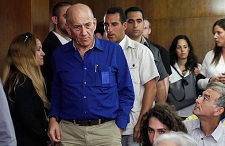 Бывший премьер-министр Израиля Эхуд Ольмерт прибыл в районный суд Тель-Авива 13 мая 2014.