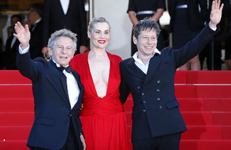 Режиссер Роман Полански (слева), актриса Эмманюэль Сенье и актер Матье Амальрик во время презентации фильма «Венера в мехах» в Каннах, май 2013 года.
