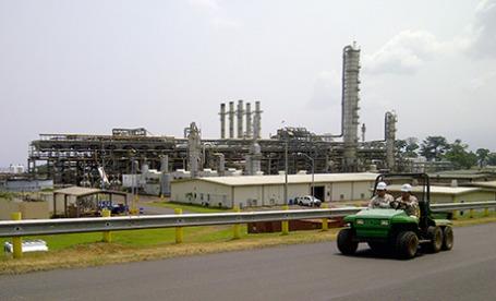 Газовый терминал на побережье Экваториальной Гвинеи.