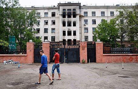 Здание Дома профсоюзов, где прошли бои между пророссийскими и про-украинскими сторонниками в порту Одессы, 4 мая 2014 года.