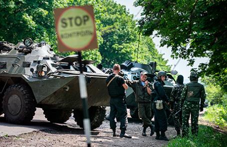 На блокпосту вооруженных сил Украины в селе Былбасовка-3 под Славянском.