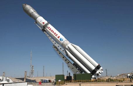 Ракета-носитель «Протон-М» на стартовом комплексе космодрома Байконур, июнь 2013 года.