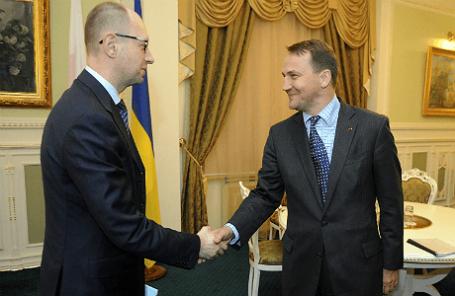 Украинский премьер Арсений Яценюк и глава МИД Польши Радослав Сикорский