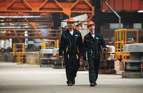 Производство рельсового проката на стане Челябинского металлургического комбината.
