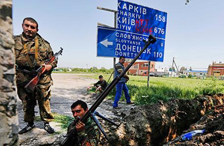 Пророссийские активисты недалеко от Славянска.