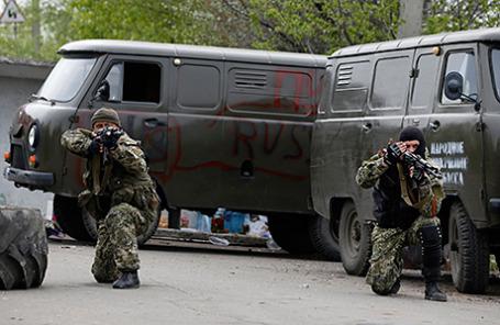 Народные ополченцы на блокпосте недалеко от Краматорска.