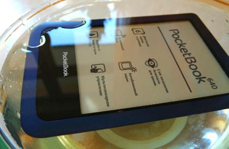 PocketBook 640 — первый «водоплавающий» ридер. Фото: Виталий Акимов/BFM.RU
