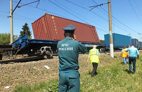 На месте аварии в Наро-Фоминском районе, где столкнулись пассажирский и грузовой поезда.