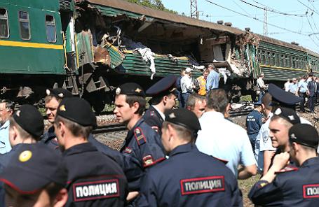 На месте столкновения пассажирского и грузового поездов на перегоне между станциями Бекасово и Наро-Фоминск в Наро-Фоминском районе.