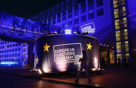 У здания Европарламента в Брюсселе.