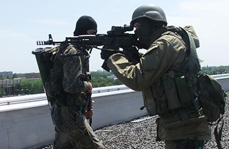 Ополченцы Донбасса в аэропорту Донецка, 26 мая 2014.