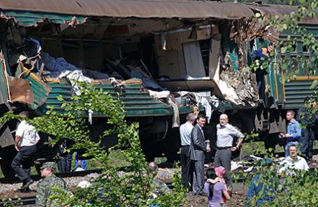 На месте столкновения пассажирского и грузового поездов в Наро-Фоминском районе.
