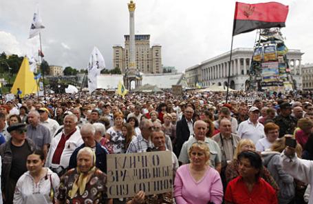 Участники Народного вече на площади Независимости в Киеве.
