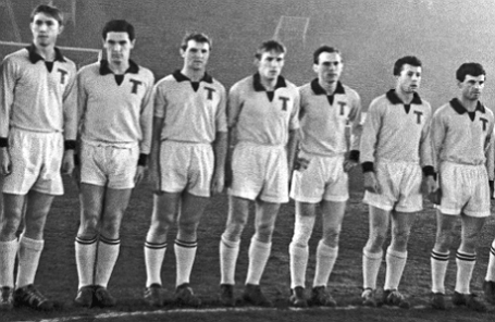 Футболист Геннадий Гусаров (второй справа) и другие игроки команды «Торпедо» (Москва), 1960 год.