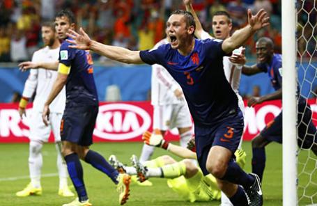 Чемпионат мира по футболу в Бразилии: Испания - Нидерланды - 1:5.