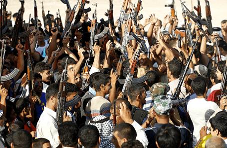 Волонтеры, примкнувшие к Иракской армии для борьбы с группировкой «Исламское государство Ирака и Леванта».