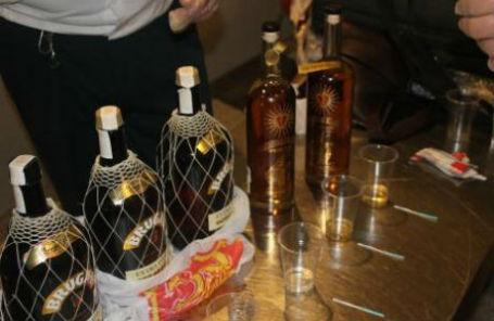 Задержанный на таможне в Домодедово алкоголь с содержанием кокаина