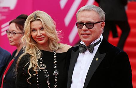 Хоккеист Вячеслав Фетисов с женой на открытии 36-го Московского международного кинофестиваля.