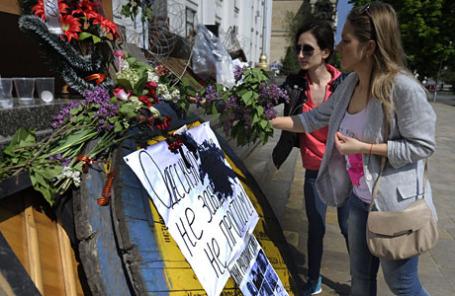 Акции памяти в Луганске по погибшим при массовых беспорядках в Одессе.