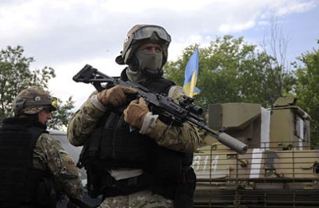Украинские войска недалеко от города Святогорск в Восточной Украине.