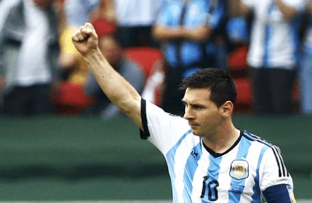 Аргентинский футболист Лионель Месси во время матча со сборной Нигерии.