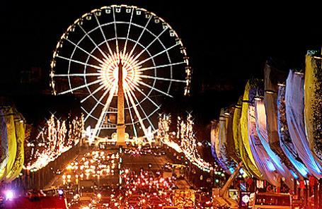 Колесо обозрения на площади Конкорд в Париже.