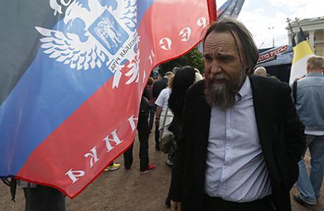 Философ Александр Дугин на митинге в поддержку жителей Донбасса на Суворовской площади в Москве.
