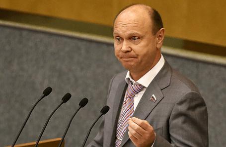 Депутат от фракции ЛДПР Сергей Катасонов во время заседания Государственной Думы РФ.