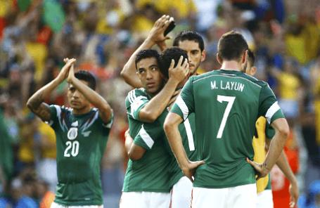 Игроки сборной Мексики после матча с командой Голландии.