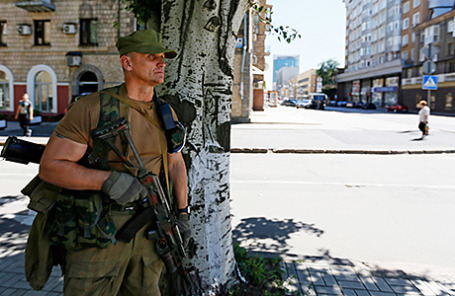Ополченец в Донецке.