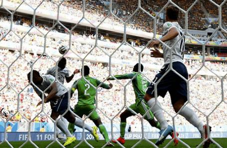 Во время игры сборной Нигерии и команды из Франции.