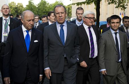 (Слева-направо) Министры иностранных дел Франции Лоран Фабиус, России Сергей Лавров, Германии Франк-Вальтер Штайнмайер и Украины Павел Климкин, после переговоров об урегулировании кризиса на Украине. Берлин.