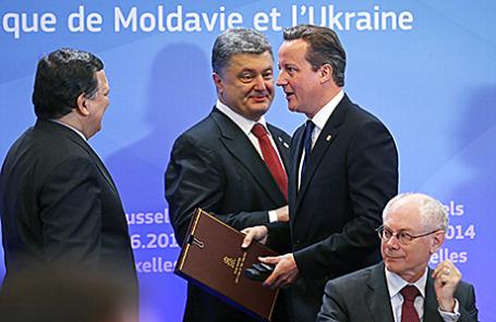 Председатель Еврокомиссии Жозе Мануэл Баррозу, президент Украины Петр Порошенко, премьер-министр Великобритании Дэвид Кэмерон и председатель Европейского Совета Херман ван Ромпей (слева направо).