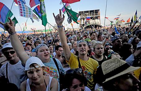Зрители на рок-фестивале