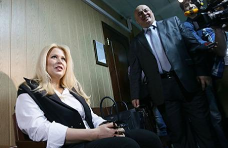 Бывшая глава Департамента имущественных отношений Минобороны РФ Евгения Васильева, обвиняемая в мошенничестве, и ее адвокат Хасан-али Бороков перед оглашением решения по делу