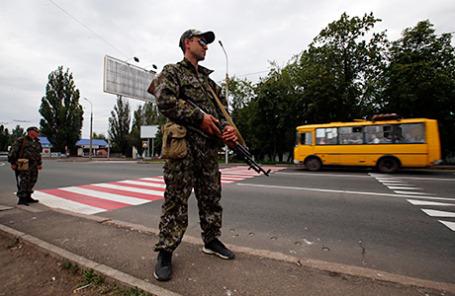 Вооруженные пророссийские сепаратисты в Донецке.