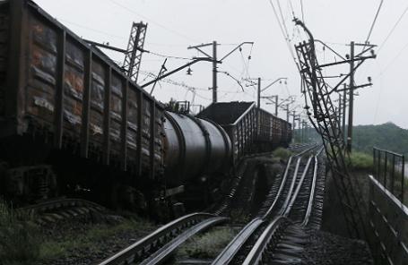 Взорванный железнодорожный мост в Донецкой области