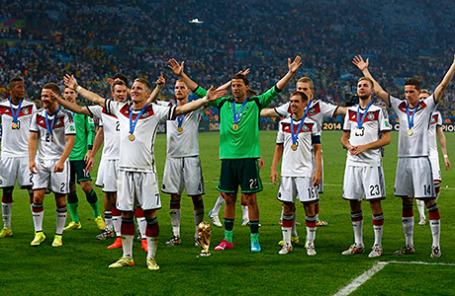 Сборная Германии по футболу после победы на Чемпионате мира.