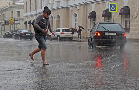 Последствия дождя в Москве.