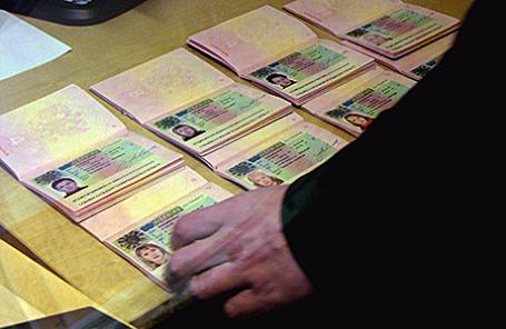 Российские паспорта с шенгенскими визами.