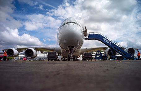Самолет семейства Аэробус A380 на международном ависалоне Фарнборо 2014 в Великобритании.