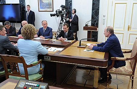 Президент РФ на совещании с членами Совбеза РФ. Москва, 22 июля 2014.