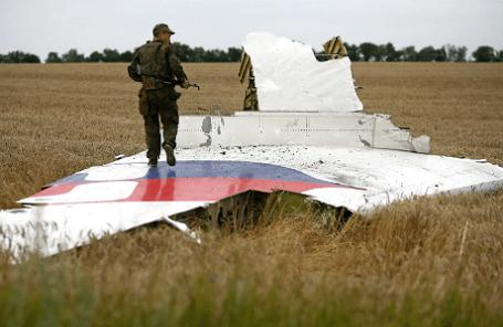 На месте крушения самолета Boeing 777 в Донецкой области.