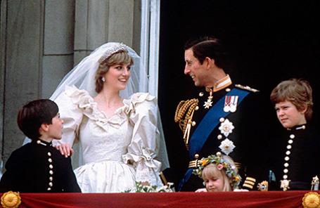 Принц Чарльз и принцесса Диана на балконе Букингемского дворца в Лондоне, после их свадьбы в соборе Святого Павла, 29 июня 1981 года.