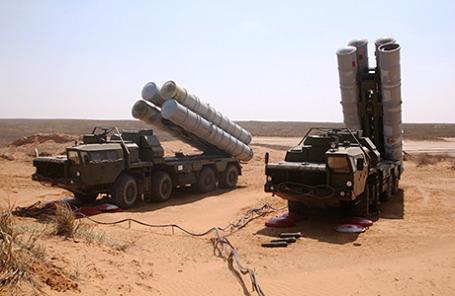 Зенитно-ракетные комплексы С-300 во время крупномасштабных учений Военно-воздушных сил и войск противовоздушной обороны России.