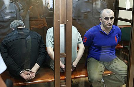 Роман Белкания, Торнике Квирикашвили и Александр Беришвили (слева направо), обвиняемые по делу об убийстве в 2012 году отставного грузинского генерала Романа Думбадзе, во время оглашения приговора в Мосгорсуде. 7 июля 2014.