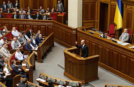 Исполняющий обязанности премьер-министра Украины Арсений Яценюк в Раде.