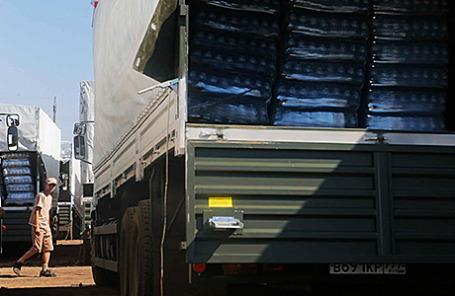 Автомобили с гуманитарной помощью для жителей юго-востока Украины.