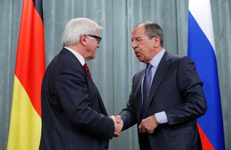 Министр иностранных дел ФРГ Франк-Вальтер Штайнмайер и министр иностранных дел РФ Сергей Лавров (слева направо).